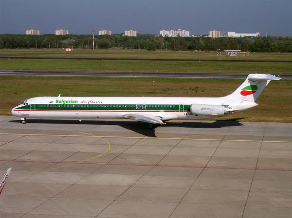 Douglas MD-82