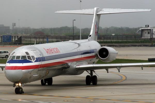 Douglas MD-83